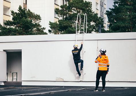 braleva tekniset isännöitsijät tarkistavat katon kuntoa