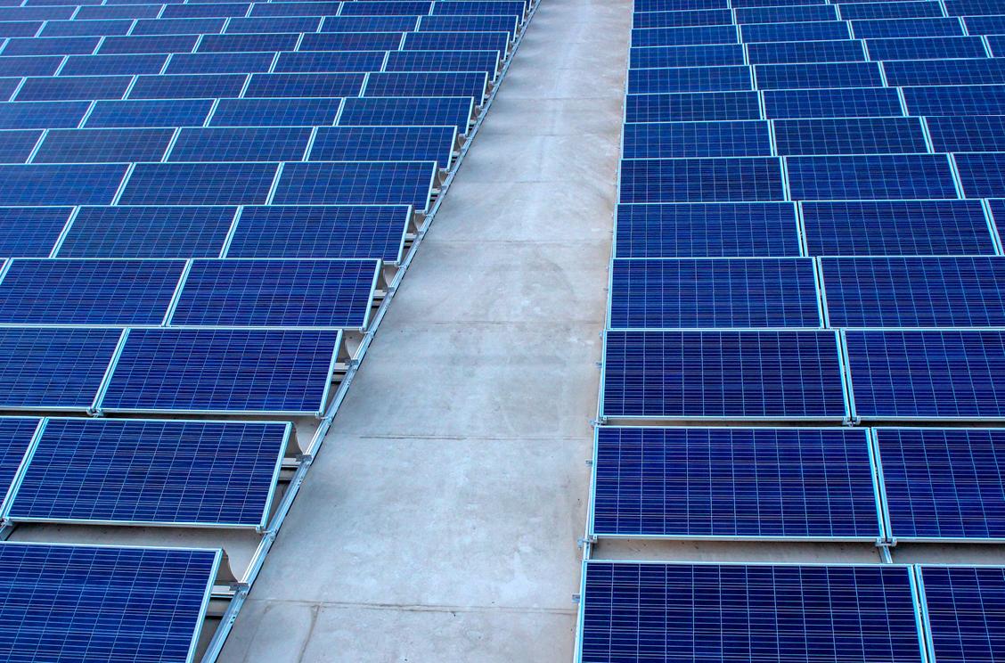 braleva tekniset isännöitsijät ja aurinkopaneelit
